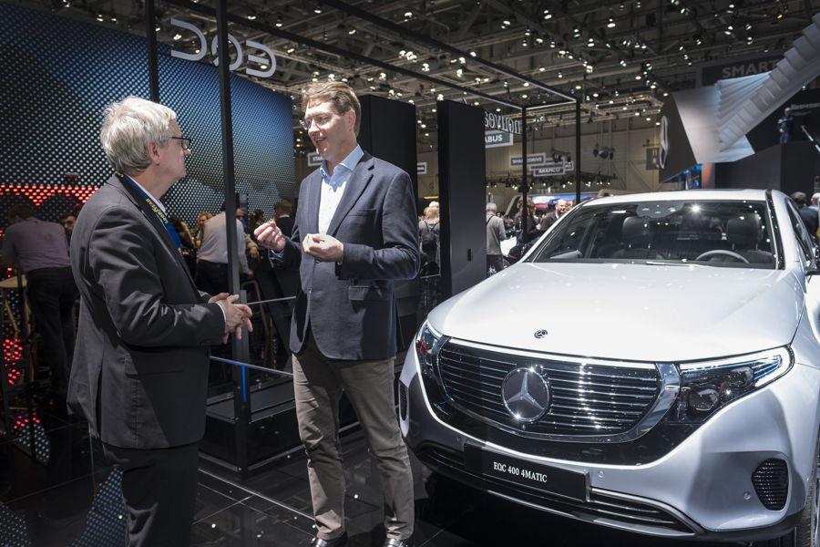 Daimler AG auf dem Messestand in Genf
